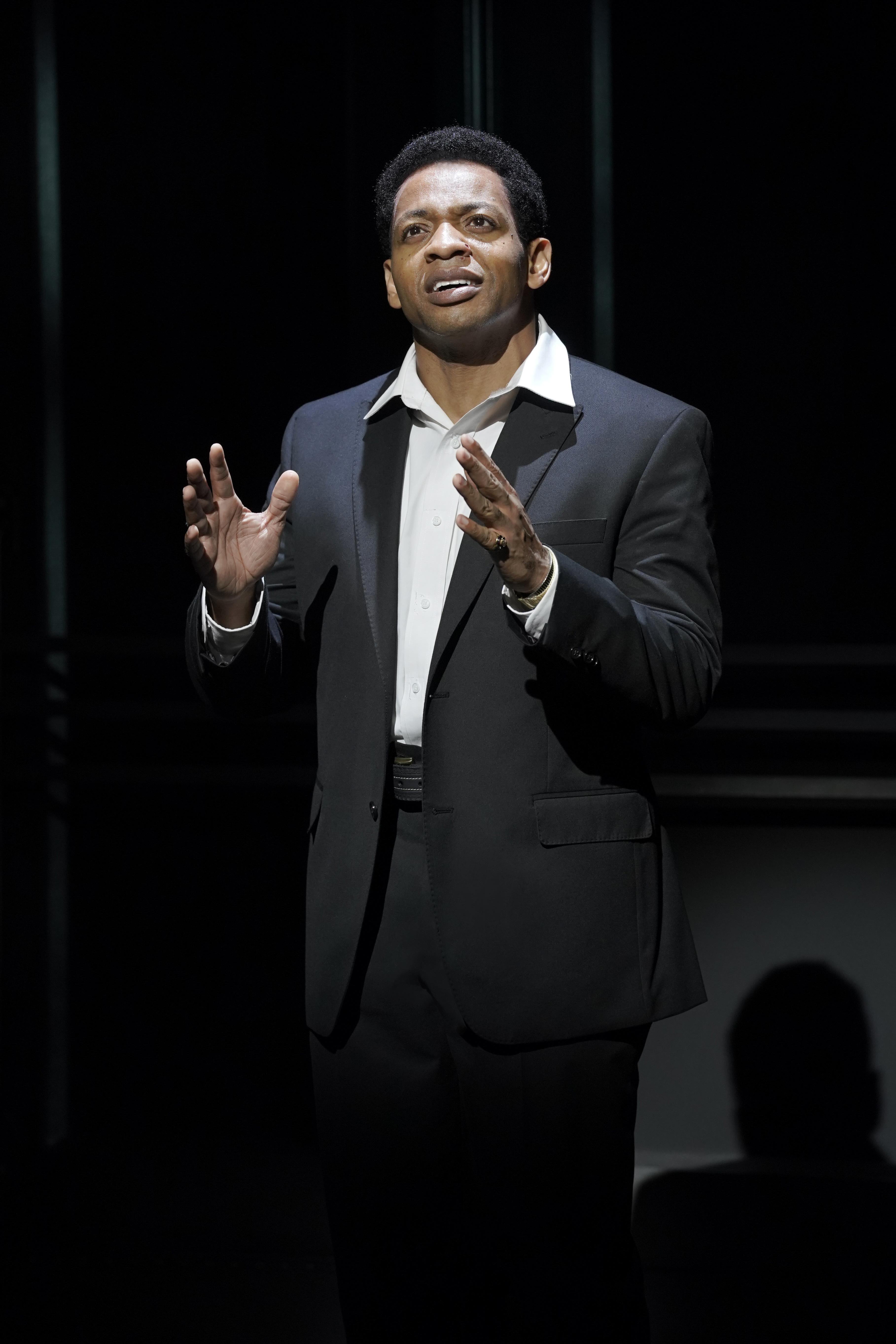 Derrick Baskin (Otis Williams) – Theatrius